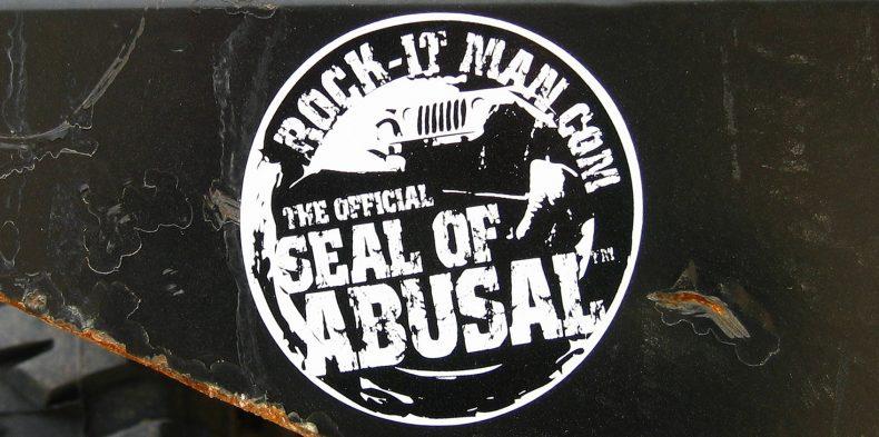 Grunge-Style Logo Design offroad jeep